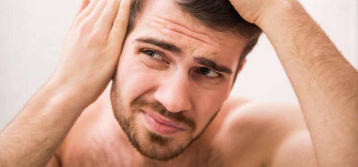 Jak wzmocnić włosy ? Przyczyny i sposoby na wypadanie włosów