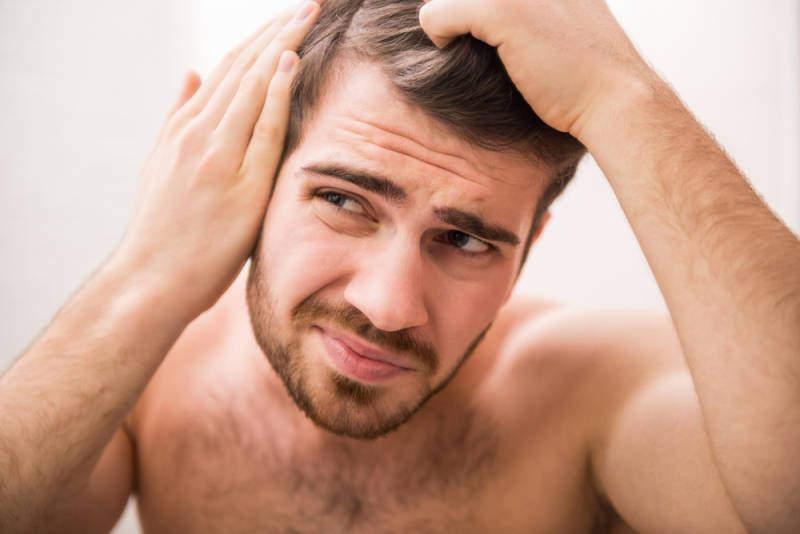 wypadanie włosów - przyczyny i sposoby na wzmocnienie włosów